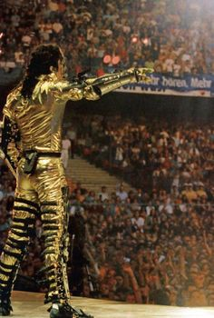 .Michael Jackson pointing out that there are a few empty seats to the left of the arena