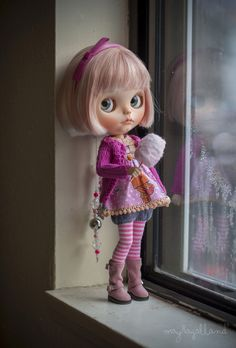 She's Lucy, in the sky with diamonds. Custom Blythe by Mayra Galland