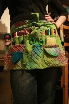 Great DIY APRON Free pattern apron by Colleen Babcock - whoa! Every crafters dream apron! Sewing Hacks, Sewing Tutorials, Sewing Patterns, Apron Patterns, Jewelry Patterns, Fabric Crafts, Sewing Crafts, Sewing Projects, Diy Crafts