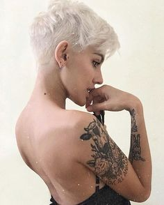 Best Short Layered Pixie Cut Ideas In every period of rapidly changing hair trends, short pixie cuts can be an excellent experience Cute Pixie Cuts, Long Pixie Cuts, Short Hair Cuts, Short Hair Styles, Trendy Haircuts, Short Pixie Haircuts, Pixie Hairstyles, Haircut Short, Haircut Styles
