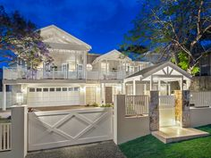 Specializing in Hampton designs — BAASTUDIO Architecture- Building Aesthetic Architecture Hamptons Style Homes, Hamptons House, Houses In The Hamptons, Building Aesthetic, Queenslander House, Suburban House, Dream House Exterior, Facade House, House Exteriors