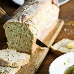 Helppo vuokaleipä syntyy pussien pohjille jääneistä jauhoista, leseistä ja hiutaleista. Kurkkaa resepti!