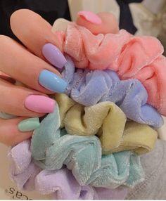 VSCO girl nails - What is it? How to do it - Understand the style-Unhas VSCO girl – O que é? Como fazer – Entenda o estilo VSCO girl nails – What is it? How to do it – Understand the style - Summer Acrylic Nails, Best Acrylic Nails, Pastel Nails, Yellow Nails, Pastel Yellow, Spring Nails, Pastel Colors, Vsco, Cute Nails