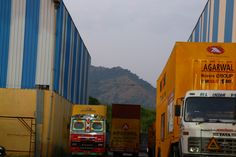 Trucking cube is providing best, cheap, budget International moving services. Our movers are dedicated to providing exceptional delivery and care. Cheap Moving Companies, Moving Services, Commercial Vehicle, Car Rental