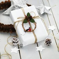 Tiny wreath accent on package