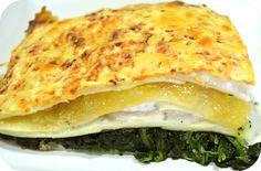 Lasaña de espinacas, queso de cabra y cebolla caramelizada