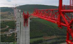 La construction du viaduc de Millau par la societe Eiffage en images, reportage photos
