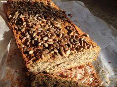 glutenfritt solsikkebrød Coco, Banana Bread, Brunch, Desserts, Recipes, Almond Flour Bread, Sunflower Seeds, Tailgate Desserts, Dessert