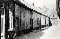 Brugge - Bruges Fortje De Oude Weverij Sint-Jansstraat - poverty