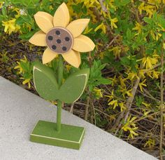 Tall Standing Sunflower Block for Spring decor Flower decor Tall Flowers, Wooden Flowers, Flower Room Decor, Flower Decorations, Seasonal Decor, Fall Decor, Tulip Painting, Bee Crafts, Flower Stands