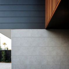 Loving the clean lines at ! A sleek combination of Scyon Stria, CSR Cemintel and stained cedar cladding Concrete Cladding, Exterior Wall Cladding, Cedar Cladding, House Cladding, Facade House, Modern Exterior, Exterior Colors, Exterior Design, Ranch Exterior
