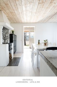 White Wood House Interior New Ideas Timber Ceiling, Wooden Ceilings, Low Ceilings, Interior Desing, Interior Inspiration, Design Inspiration, Vibeke Design, House In The Woods, Ceiling Design