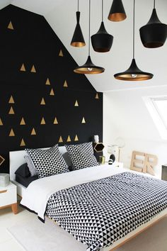 Black and gold is oh so bold.