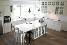 Ikea Bodbyn Kitchen, Ikea Kitchens, Off White Kitchens, White Kitchen Island, Florida Home, Kitchen Decor, Kitchen Ideas, Decor Styles, House