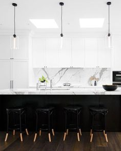 Crushing on this classic meets contemporary kitchen by @biasoldesign. The perfect mix of timeless materials, clean lines and a fresh high contrast color scheme @danielaulsebrookphotography