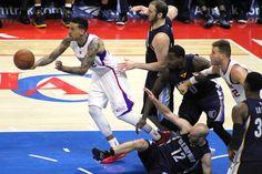 Matt Barnes leads the fastbreak for the Clippers.