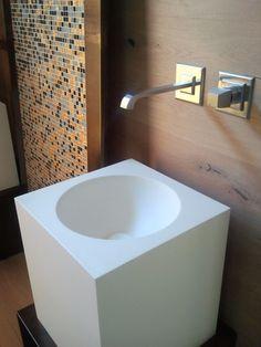 Miscelatore e Bocca a parete per lavabo Serie Mimì Gessi in finitura Nichel Spazzolato    € 350,00 - disponibilità due pezzi