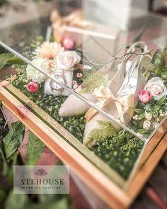 "1,108 Suka, 1 Komentar - SESERAHAN BANDUNG (@atehouse) di Instagram: ""Thank you for trusting us dear @drfrhn & @sherdywilandria Happy Wedding 🌼🌼 🌹 ATEHOUSE PRODUCT 🌹…"" Wedding Hamper, Wedding Gift Baskets, Wedding Gift Boxes, Wedding Gifts, Wedding Prep, Elegant Wedding, Our Wedding, Wedding Planning, Fun Activities For Kids"