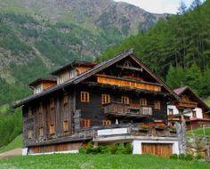 Apartamentos Zwieselstein en Sölden Ötztal, Tirol. 2 personas, 1 pieza, 1 dormitorio. #austria Austria, Cabin, House Styles, Home Decor, Apartments, Yurts, Style At Home, Vacations, Stones