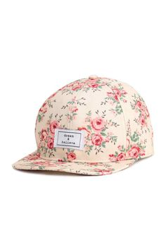 Patterned cotton cap: Cap in patterned cotton twill with an appliqué at the front and adjustable plastic fastener at the back.