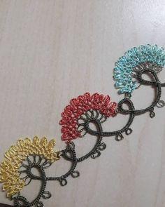 💐#iğneoyası #igneoyasi #igneoyasisevenler #iğneoyasısevenler #çeyiz #yazmamodelleri #ceyizlistesi #ceyiz #iğne #iğneoya #igneoya #igneoyası… Tatting Lace, Needle Lace, Knots, Diy And Crafts, Crochet Necklace, Mavis, Embroidery, Elsa, Jewelry