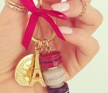 vintage, photography, nails polish, red bow, hand, rings, macaron, food, key, paris, eifel tower, fashion, pink, girl, jullnard, accessories...