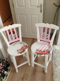 7 Appealing Tips: Shabby Chic Bedding Target shabby chic matrimonio vestito.Shabby Chic Frames Old Shutters. Hand Painted Chairs, Hand Painted Furniture, Paint Furniture, Furniture Makeover, Furniture Design, Decoupage Furniture, Funky Furniture, Repurposed Furniture, Shabby Chic Furniture