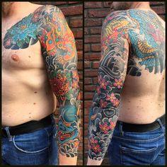 88 vind-ik-leuks, 4 reacties - Dick de Wit (@dickdewit_magictattoo) op Instagram: 'Finishing Peter's Tattoosleeve '