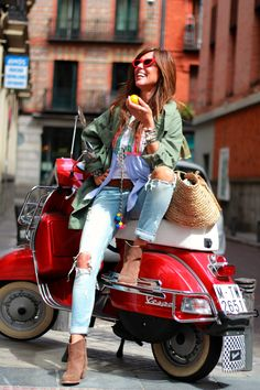 Definitely out here having good times! Motorbikes are certainly not only for guys Moto Vespa, Red Vespa, Vespa Bike, Vespa Lambretta, Vespa Scooters, Piaggio Vespa, Female Motorcycle Riders, Motorcycle Style, Biker Style