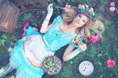Alice in Wonderland cosplay Dark Alice In Wonderland, Alice In Wonderland Costume, Adventures In Wonderland, Fantasy Photography, Amazing Photography, Photography Ideas, Mad Hatter Tea, Through The Looking Glass, Tea Party