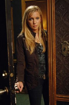 I wish they would bring Katie Cassidy back for an episode.