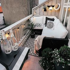 Small Patio Ideas - One thing that many men and women love to have is a wonderful apartment balcony design. You might think that you will need a large space for trying a balcony design, but this is not completely required. Boho Apartment, Apartment Balcony Decorating, Apartment Balconies, Decorate Apartment, Apartment Ideas, Small Apartment Patios, Small Apartments, Small Patio Ideas Townhouse, Apartment Walls