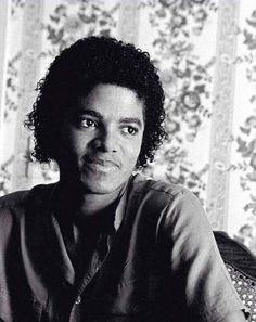 私がマイケル・ジャクソンの名前を知ったのは『Off The Wal』が最初でした。アフロヘアのマイケルは、当時、父が買っていた音楽雑誌の表紙になっていて、...