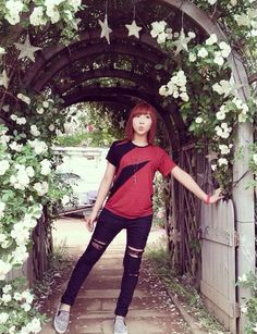 Omg I love minzy'a outfit and hair