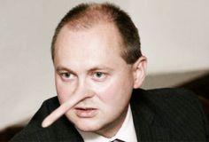 Hašek nepokrytě lhal. Měl by v politice skončit.