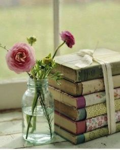 Have old books with shabby spines? Cover them with fabric, wallpaper, gift wrap, etc. Color coordinate for shabby chic for French Country look. Shabby Chic Paper, Shabby Vintage, Shabby Chic Decor, Vintage Decor, Vintage Paper, Vintage Style, Flora Vintage, Vintage Clocks, Vintage Display