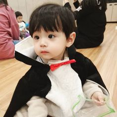 Dad Baby, Cute Baby Boy, Cute Little Baby, Cute Boys, Little Boys, Baby Kids, Cute Asian Babies, Korean Babies, Asian Kids