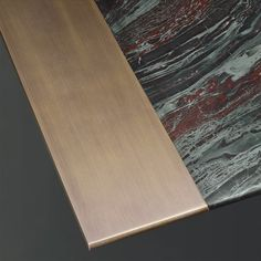 Promemoria, made in Italy: Manfred Marmo table, project by Romeo Sozzi. Dining table, top in Iron red marble or Calacatta Oro. Base and top details in bronze or hammered bronze. Sideboard Table, Furniture Dining Table, Dining Table Design, Furniture Layout, Furniture Design, Dining Tables, Table Desk, Luxury Furniture, Modern Furniture