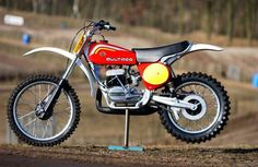 Bultaco Pursang 250 or Wickedly fast and quick handling, they were plagued by brittle steel frames and finicky gearboxes. Enduro Vintage, Vintage Motocross, Vintage Bikes, Vintage Motorcycles, Retro Bikes, Vintage Cars, Bultaco Motorcycles, Racing Motorcycles, Motorcycle Bike