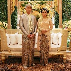 Loving this color palette much, very glamorous and exudes a really traditional feel. Who loves the colors of this wedding? Leave your comment below!  Kebaya and Beskap Langenrajan is #Svarna by @ikat_ind Makeup by @marlenehariman Paes and Sunggar by @anggunbusana Via @didietmaulana