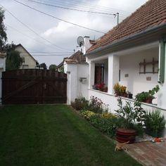Égkőris Vendégház Bakonyszücs - Szallas.hu Tiny House Plans, Ale, Garage Doors, Outdoor Decor, Plants, Houses, Design, Home Decor, Furniture