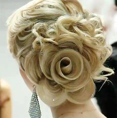 So instead of putting a flower in your hair for your wedding, why not pin up your hair to look like a rose? How ingenious!