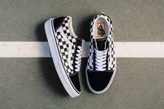 The formula for the latest crop of Old Skool releases is centered on a canvas checkered mid section. Vans matches the checker color with suede on the toe, heel and lace loop area. Leather completes…More Vans Sneakers, Tenis Vans, Converse, Vans Shoes, Shoes Heels, Sock Shoes, Cute Shoes, Me Too Shoes, Shoe Boots