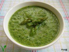 Pieta's hapjes: Groene asperge crèmesoep met wortel, prei en spina...