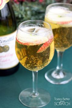 Homemade Sparkling Apple Cider with Apple Juice, white grape juice, and lemon-lime soda. Perfect for any special occasion. Fun Drinks, Yummy Drinks, Alcoholic Drinks, Beverages, Fruity Drinks, Holiday Drinks, Party Drinks, Mixed Drinks, Cold Drinks
