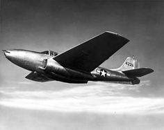 Bell P-59 Airacomet  https://fr.wikipedia.org/wiki/Bell_P-59_Airacomet