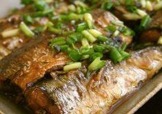 秋の食卓に欠かせないさんま。独自の臭みがあったりしますが、丸ごと食べたくなるレシピをご紹介します! Home Recipes, Fish Recipes, Asian Recipes, Japanese Side Dish, Japanese Food, Japanese House, Meatloaf, Seafood, Side Dishes