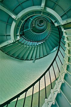 Green spiral staircase...my heart!