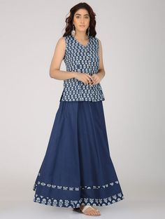 New Garden Party Outfit Girl 35 Ideas Indian Skirt And Top, Long Skirt And Top, Kalamkari Dresses, Ikkat Dresses, Maxi Dresses, Dress Neck Designs, Blouse Designs, Kurta Designs, Cotton Tunics