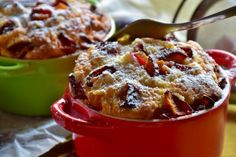 A Must-Try Carrot Cake Breakfast Bread Pudding Inspired by Colonial Williamsburg How To Cook Corn, How To Cook Beef, Pudding Recipes, Cake Recipes, Breakfast Bread Puddings, Old Fashioned Bread Pudding, Fiber Rich Foods, Plum Cake, Liqueur